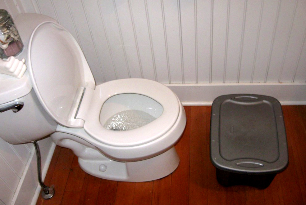 5 gallon bucket toilet stool