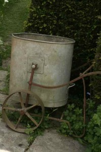 antique-bucket-cart