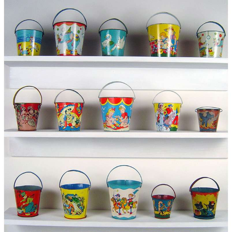 painted beach buckets