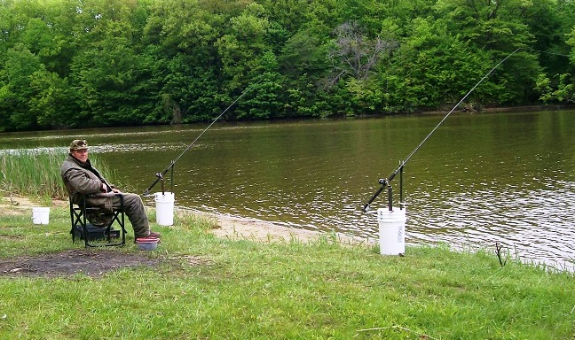 how to make fishing rod holders