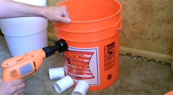 5-gallon-bucket-air-conditioner-holes-drilled1 & 5 Gallon Bucket AC Air Conditioner step-by-step | Five Gallon Ideas