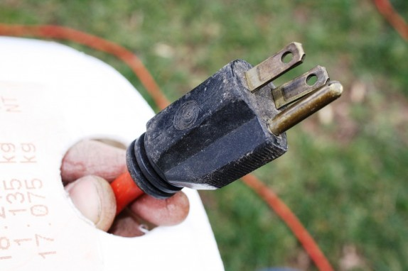 bucket-cord-storage-plug