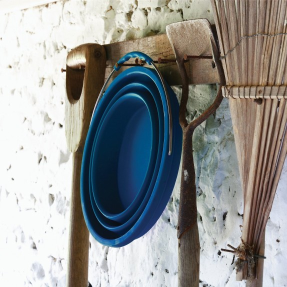 collapsible-bucket-hanging