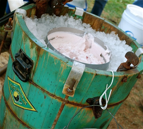old-fashioned-bucket-ice-cream-maker