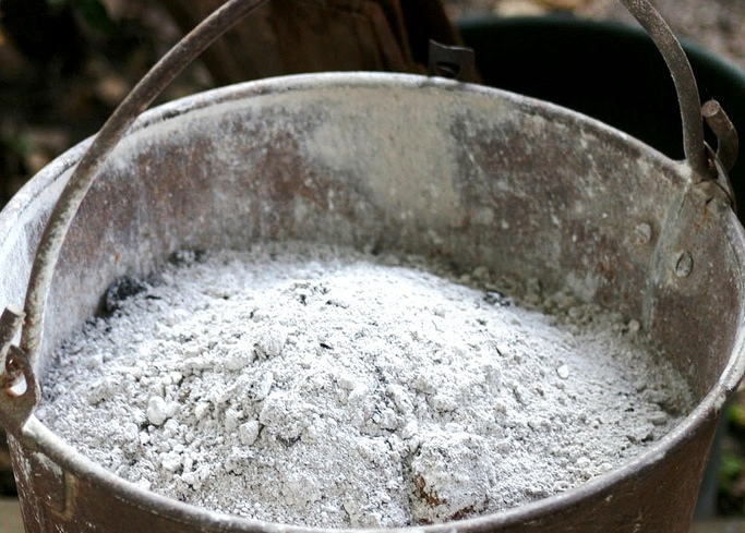 ash-bucket-with-ashes