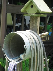 5-gallon-bucket-hose-holder