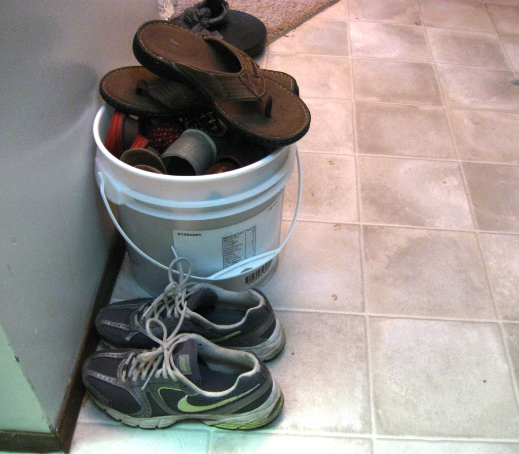 bucket-shoe-rack