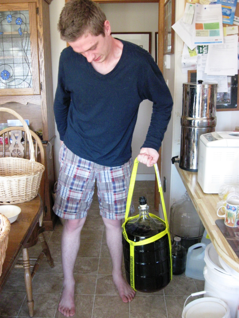 carrying-carboy-1-hand
